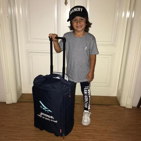 Jeremiah met zijn eigen koffer van Bulbby.