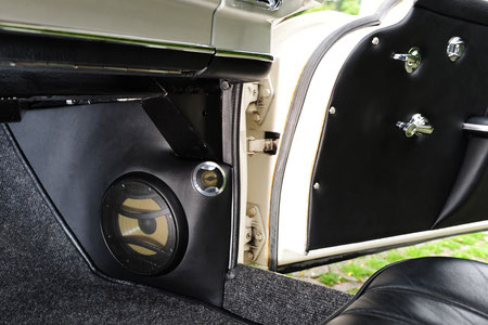 focal power lautsprecher im mercedes oldtimer in gfk kickpanelen