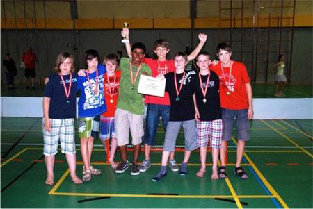 """Die """"Sieger"""", von links nach rechts: Julian, Christoph, Alex, Sali, Thomas, Mathias, Niko, Michi"""