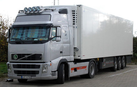 Truck mit Auflieger
