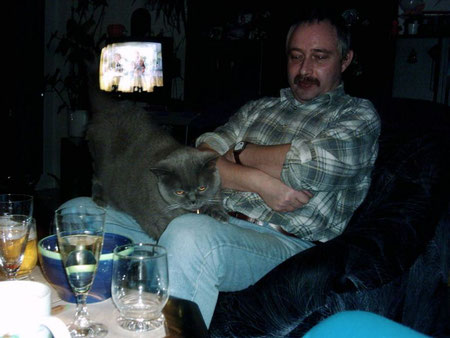 Chris und Nine, Manus Katze