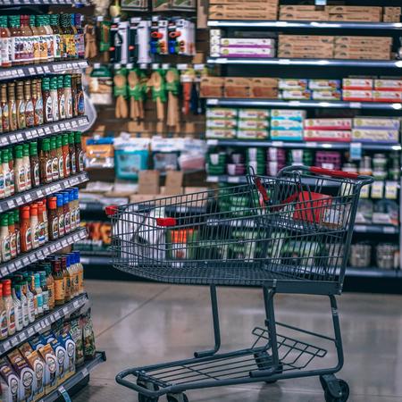 In de supermarkt.