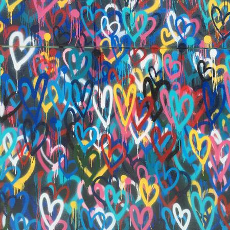 Graffiti, hartjes, liefde voor je kinderen.