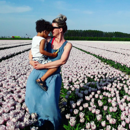 Open adoptie, tulpenveld, bloembollen, Bram en Natajsa.