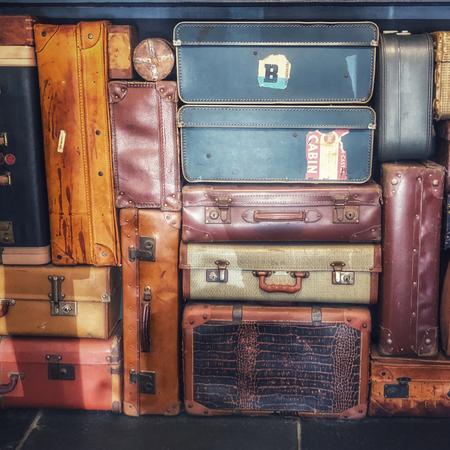Koffers, kinderkamer inrichten.