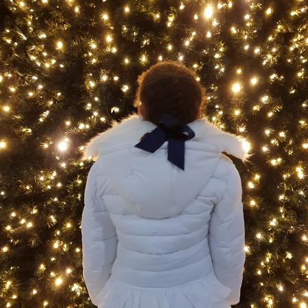 Bij de grote kerstboom.