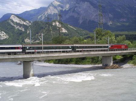 Rheinbrücke bei  Bad Ragaz am 23. Juli 2008 mit dem IR 777