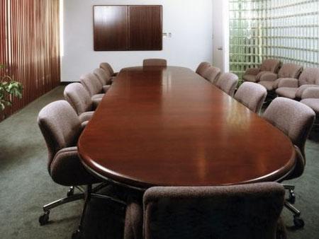 Mesa de conferencia en caoba