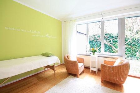 Die ruhige, entspannte Umgebung unterstützt den Klienten.