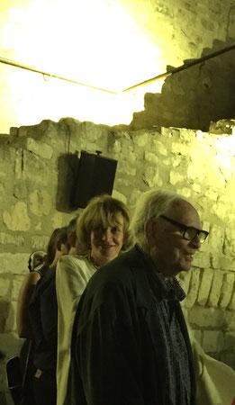 Eve Ruggieri et Pierre Cardin dans le cadre féérique du château du Marquis de Sade...