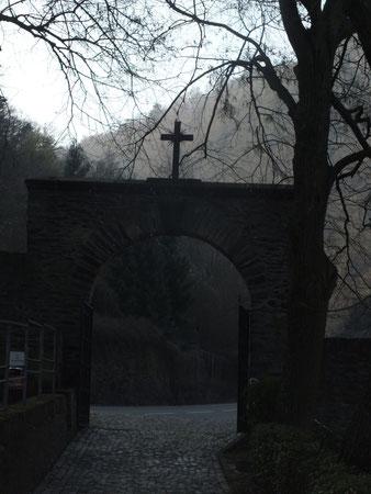Friedhofseingang