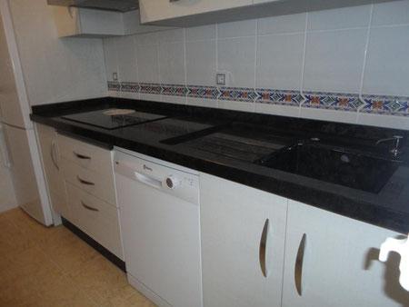Cocina loira blanco en Torredelcampo