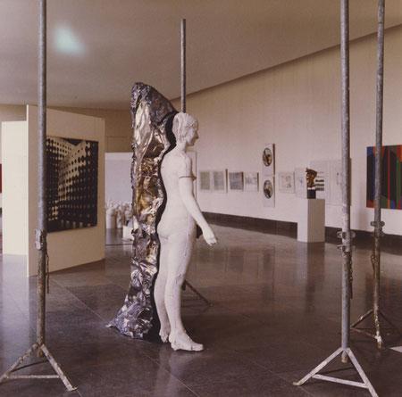 """""""Planquadrat Frau"""", Installation im Haus der Kunst München 1974"""
