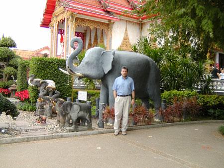 Wat Chalong, der Autor (vorne ;-)