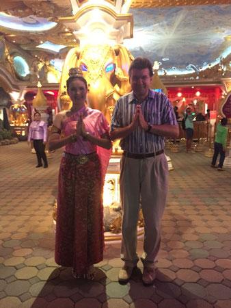 Der Autor (rechts) Dezember 2016, Phuket, FantaSea