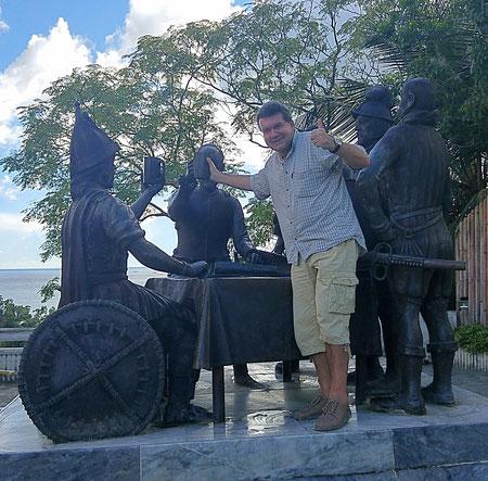 Blood Compact zwischen den Spaniern (Legazpi) und dem Häuptling derjenigen, die schon länger dort lebten (Sikatuna). Der Autor - obwohl auf dem Foto zu sehen - war damals allerdings nicht dabei