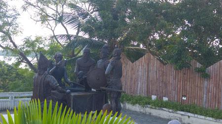 Blood Compact zwischen den Spaniern (Legazpi) und dem Häuptling derjenigen, die schon länger dort lebten (Sikatuna)