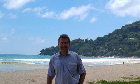 Der Autor, Karon Beach