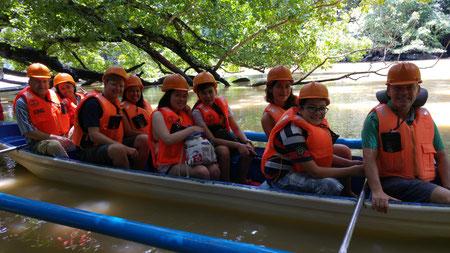 Bootstour zum Underground River, hinten links der Autor