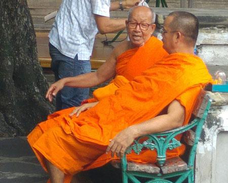 Zwei Mönche reden über Gott und die Welt ;-)