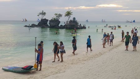 White Beach, Boracay mit Willy's Rock