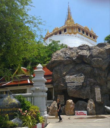 Mit meiner Urlaubsabschnittsgefährtin 1 zum Golden Mount (Wat Saket)