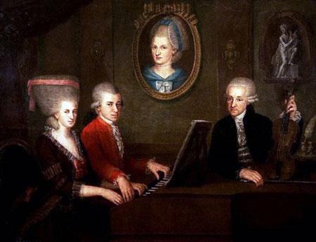 Familia Mozart hacia 1780, Johann Nepomuk della Croce. De izquierda a derecha, Nannerl, Wolfgang y Leopold. El retrato de la pared es de Anna Maria, la madre de Mozart, que falleció en 1778.