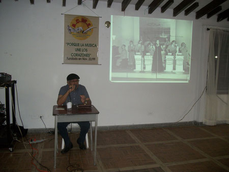"""Arnold Tejeda Valencia, en su charla """"Matilte Díaz: La Diva del Canto Colombiano""""."""
