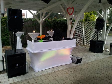 PA Anlage mit DJ-Stand