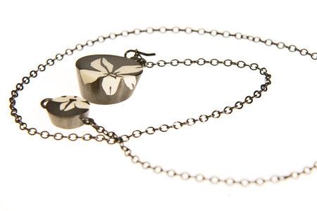 Kette, schwarz rhodiniertes Silber und Kunstharz