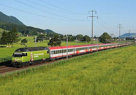 Zug 15163 bei Bilten - Foto: Neel Bechtiger
