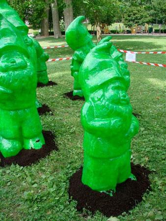 Effet de serre - nains de jardins en plantation /Aline Siffert