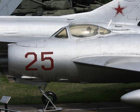 MiG 17 glatt