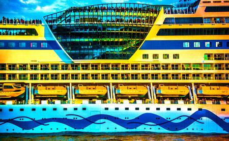 Hamburg Hafen Altona Aida