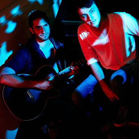 Musiker mit farbiger Beleuchtung