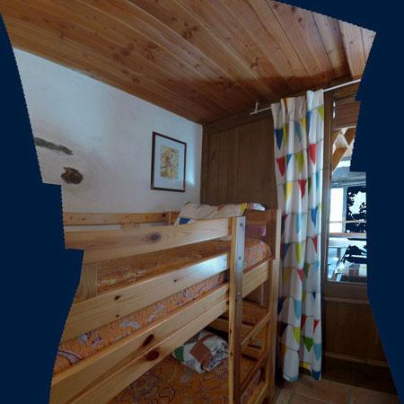 La chambre secondaire pour deux enfants ou adultes