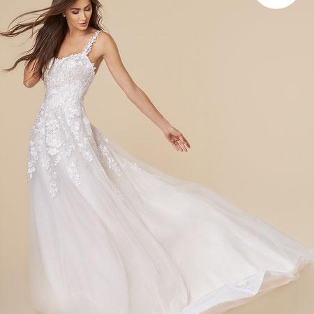 Prinzessin rosa powder Brautkleid bei München myLovely weiter Rock wenig Stoff Spitze Blumen Corsage Moonlight Bridal