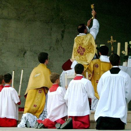 Elévation pendant la consécration
