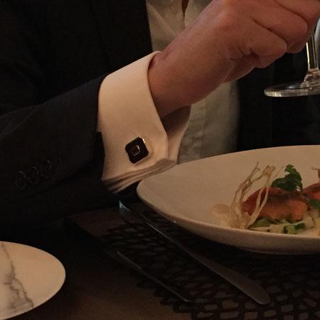 Rhodolith Manschettenknöpfe beim edlem Dinner