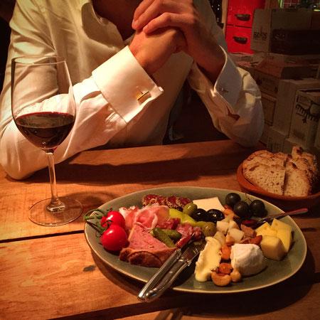 Moderne Manschettenknöpfe lang und dünn bei edlem Dinner