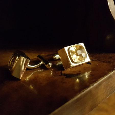 Handgemachte Manschettenknöpfe aus Gold und mit eingefassten Citrinen