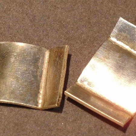 Gebogenes Goldblech zur Herstellung von Manschettenknöpfen