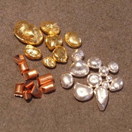 Edelmetall GRanulat zur Herstellung individueller Manschettenknöpfe aus Gold