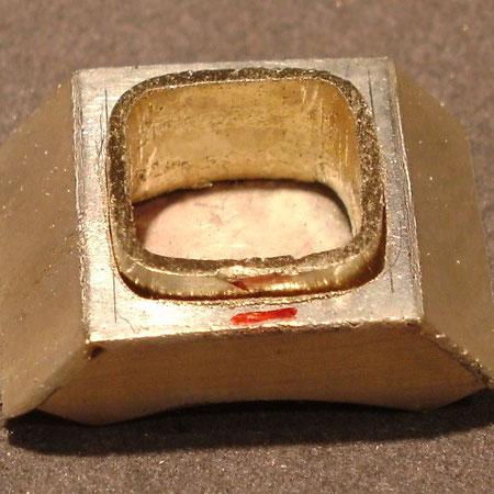 Goldkörper zur aufnahme von Edelsteinen und Herstellung von Manschettenknöpfen