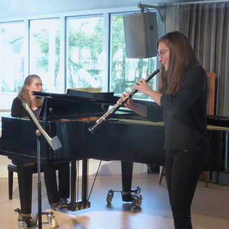Bundespreisträgerinnen bei JUGEND MUSIZIERT L. Schran (Oboe) und S. Mercier (Klavier)