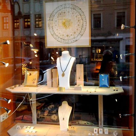 Werkschau im Schaufenster der Goldschmiede C. Schelle