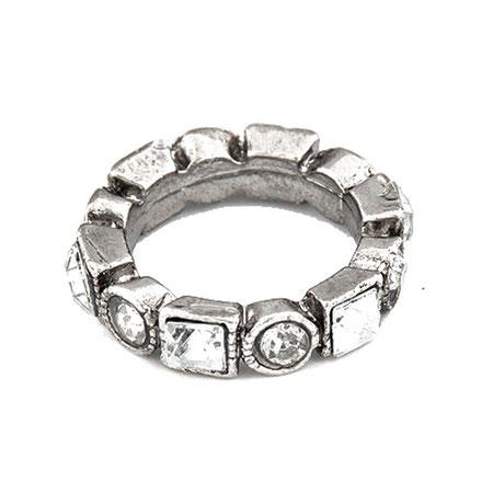 Wunderschöner Ring mit Modeschmuck-Steinchen.