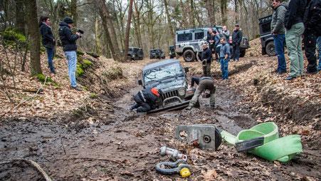 Bergung eines Jeep TJ im Offroad Gelände Weeze
