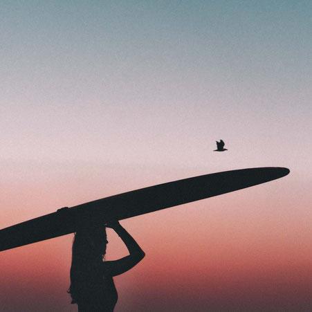 Maren beim Surfen auf der Insel Norderney