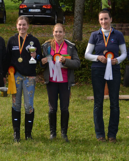 Bezirksmeisterin 2017 :FRANZISKA KUNZ, RV Birkenfeld,                                                           2. Platz: Isabell Bencsik, RV Birkenfeld, 3. Platz: Silke Weber, RV Perlbach